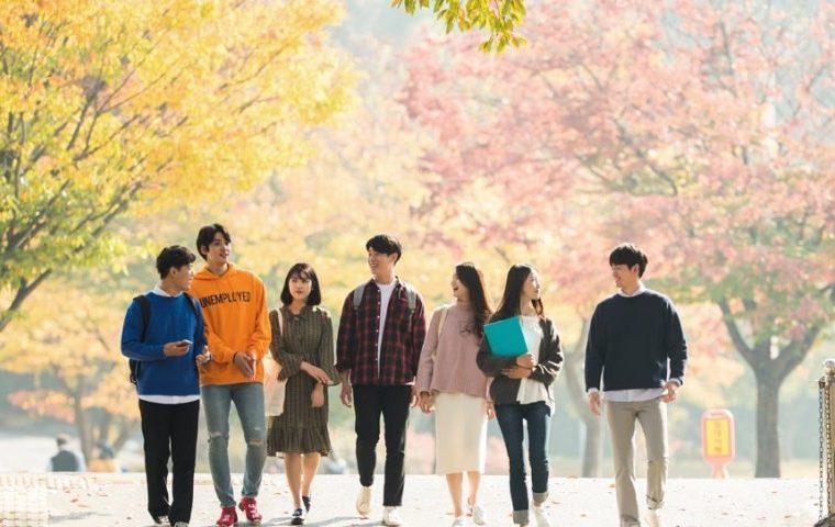 Hàng trăm học sinh Hàn Quốc mắc Covid-19 vì học tập trung